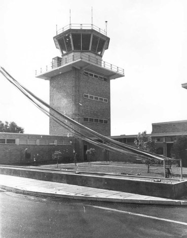 perth-airport-old-control-tower-1974